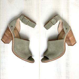 UGG Aja Sandals in Color Antilope Size 8 NIB
